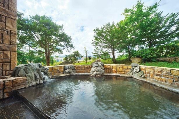 おんねゆ温泉/風情ある自然石を使った湯量たっぷりの露天風呂
