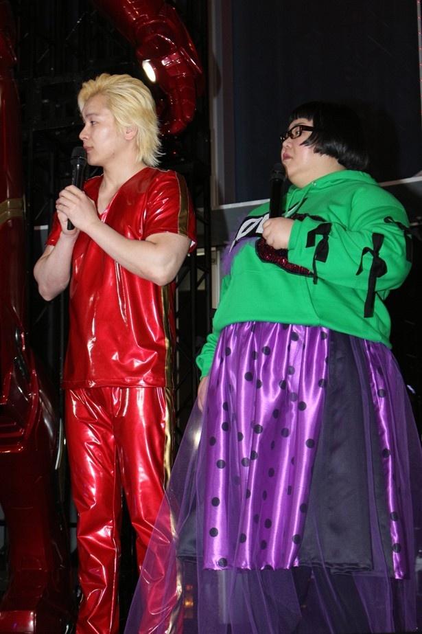 アイアンマンとハルクを意識した衣装で登場した2人