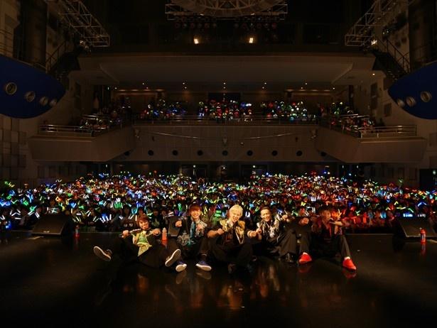 大阪公演・Yankee5ステージでの記念撮影