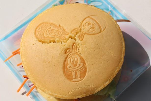 パンケーキの表面には、イースターエッグに扮したディズニーの仲間たちが!