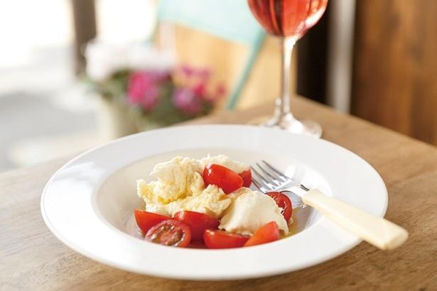 八丈島のモッツァレラチーズとトマト(1620円)は、チーズ、トマト、ハチミツの相性が抜群