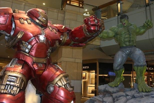 【写真を見る】ハルクとハルクバスターの戦いは圧巻!