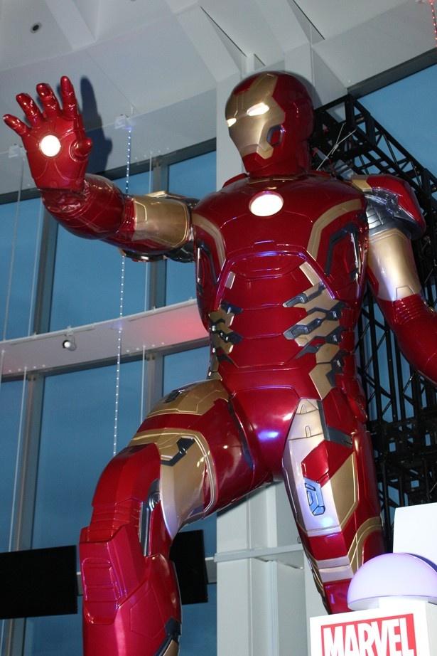「マーベル展」の目玉展示、全長5メートルの超巨大アイアンマン