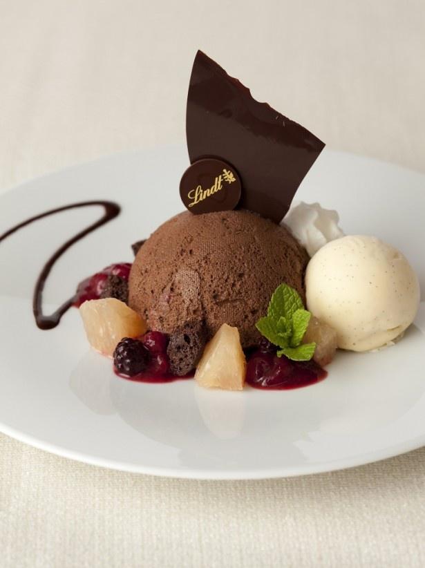 銀座店限定、皿盛りスタイルの「リンツ ムース・オ・ショコラ ダーク」