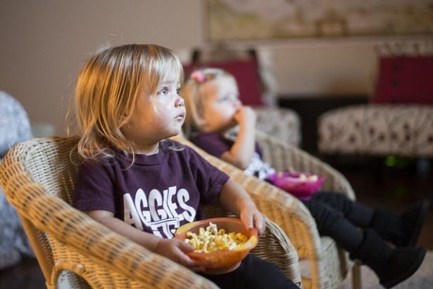 食事中にテレビを見るのは子どもにとって悪いこと?