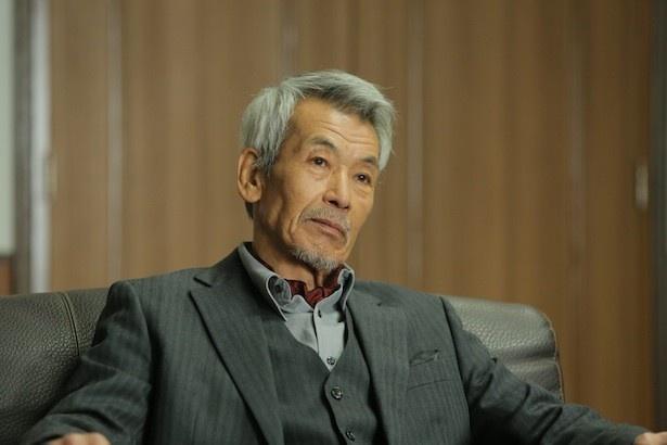 田中泯は、絶対に日本新報の名を残したい創業者一族の1人という役どころ