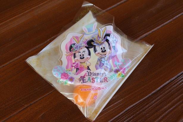 【写真を見る】パッケージには「ファッショナブル・イースター」のコスチュームを着たミッキーマウス&ミニーマウスの姿が!