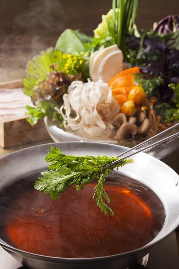 【写真を見る】名古屋コーチン炊き出しスープが使用された出汁が味わえるのは名古屋店だけ!