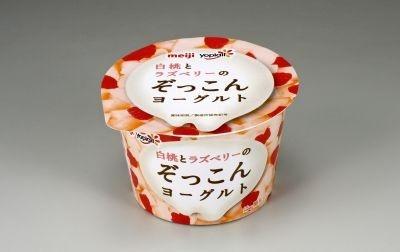 「明治白桃とラズベリーのぞっこんヨーグルト」(138円)