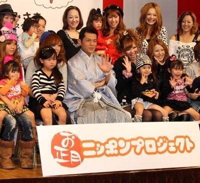 「お正月ニッポンプロジェクト」の設立発表会に登場した的場浩司さん。紋付袴という凛々しい姿で登場し、20人のギャルママとおせち料理を楽しんだ