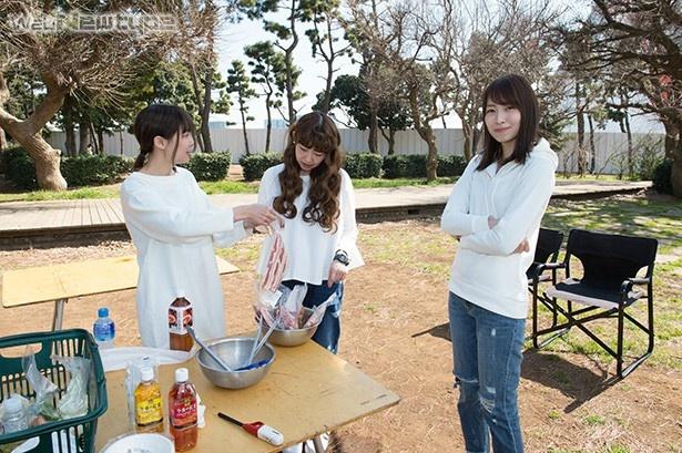 青木瑠璃子、肉を焼く(絆を感じながら食べる編)