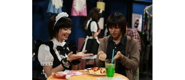 グラビアアイドル・亜矢乃とD-BOYSのイケメン・柳浩太郎の共演で、倒錯した愛の世界を描き出す