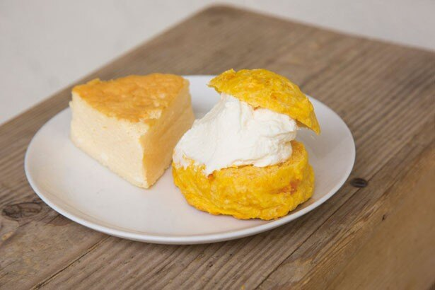 前園さん絶賛のハニークリームチーズ¥520(右)とチーズケーキ プレーン¥340