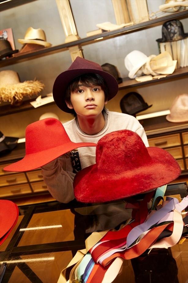 お店の見本の帽子と一緒に。どれをかぶっても似合ってました