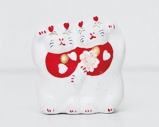 中に鈴が入った「恋猫招き」(1296円)は、カランカランとした音もかわいらしい