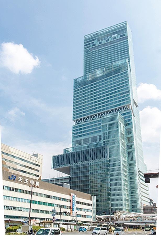 「あべのハルカス」は、日本一の高さを誇る、高さ300mの超高層ビル。大阪の町並みを一望できる「ハルカス300」からの絶景は、忘れられない美しさ/あべのハルカス