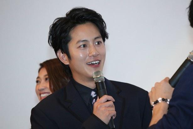 『破裏拳ポリマー』の完成披露舞台挨拶に登場した溝端淳平