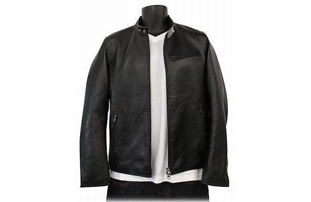 9900円で登場するシープレザージャケット3種類のうちの1つ「ライダースシングルジャケット」。前中央はダブルファスナーで、立体縫製で体にフィット