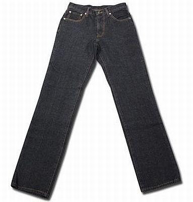 11/15から再販がスタートした「メンズジーンズ ストレート」(690円)。レディスはスキニ、ストレートストレート、ブーツカット、クロップドを12/10(木)から再販予定