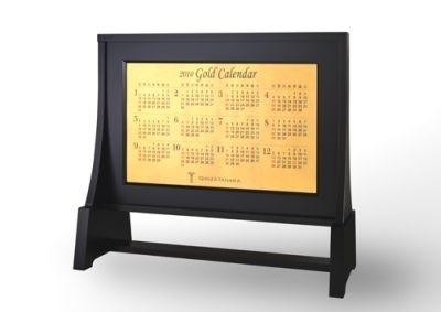 暦面部分も純金で製作した(カレンダー表)