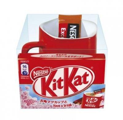「ネスカフェ」とコラボしたこんなデザイン菓子も! 五角形マグカップセット(210円)
