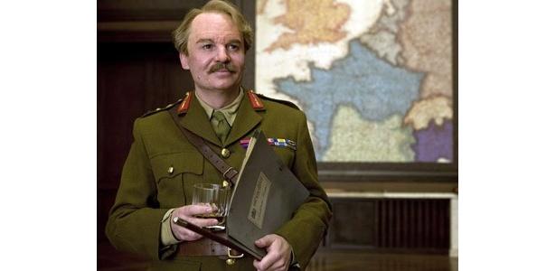 あの『オースティン・パワーズ』のマイク・マイヤーズが、『イングロリアス・バスターズ』で厳かな将軍役に
