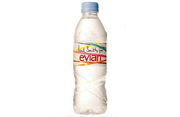 リーズナブルにオシャレ気分を味わえる「エビアン×ポール・スミス500mlペットボトル」は12/7(月)より発売開始。日本限定発売なので要チェック!
