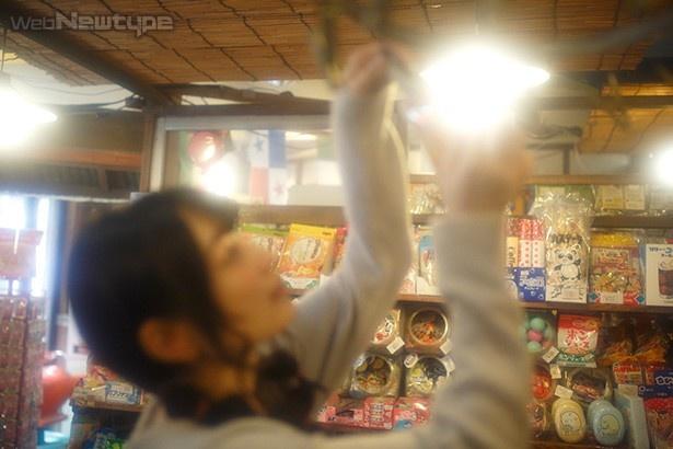 上田麗奈フォトコラム・エネルギーと刺激に満ちた昭和の色