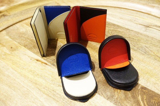 「L'arcobaleno」の「カードケース」(各1万8360円)と「コインケース」(各1万7280円)