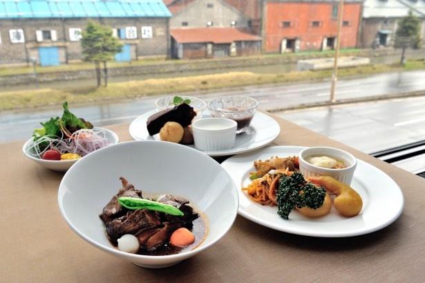 ホテルノルド小樽 レストランパデーラ/バイキングメニューには和洋30種以上の料理がそろう