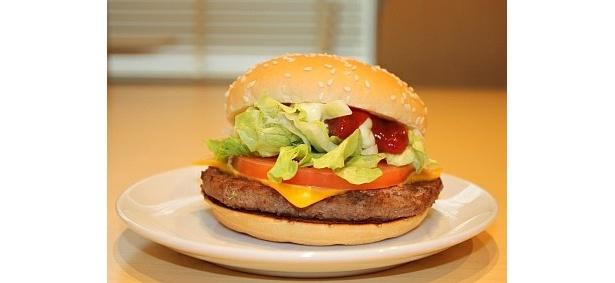 バランス感がバツグン!「クォーターパウンダー・レタス&トマト」(370〜390円)