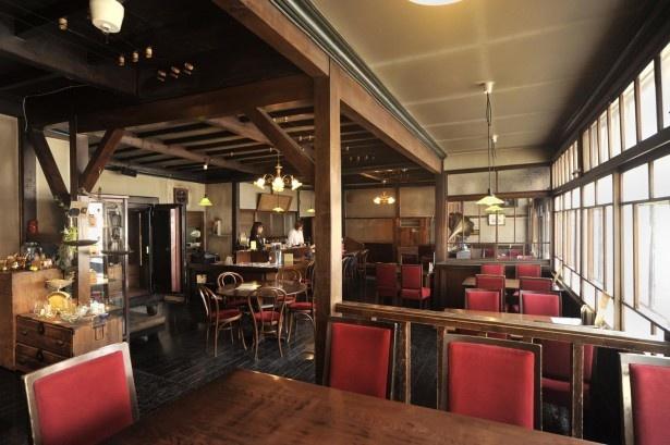 小樽の歴史的建造物を利用するお店のひとつ「大正硝子 くぼ家」。ほかに、どんなお店があるかというと…