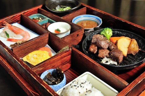 色内食堂/角切りステーキ弁当箱