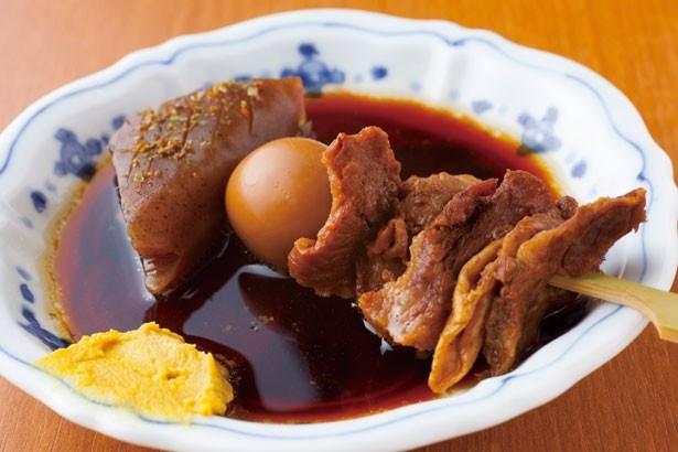 土手煮のような甘辛ダシを高知産生姜であっさりと!「黒おでん」(1串190円)/お好み焼と黒おでん  高はし