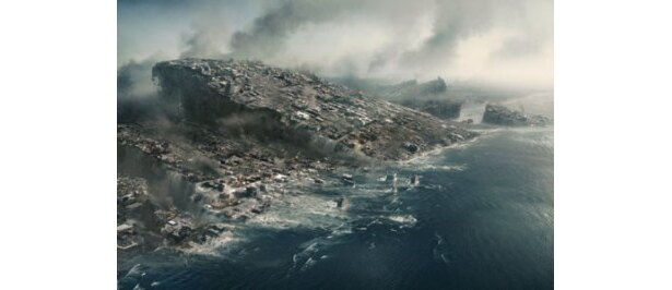 大地が崩壊し、次々に海底へと沈んでいく