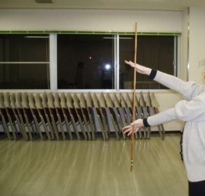 [3]顔の前でもぐるぐる棒を回転させる