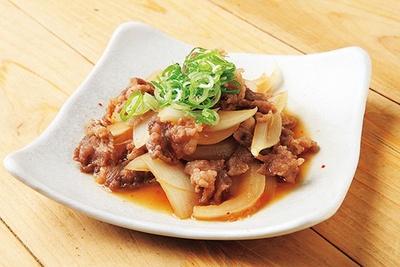 日本酒との相性のいい料理も魅力的。「牛すじポン酢」(400円)/御影郷 福寿