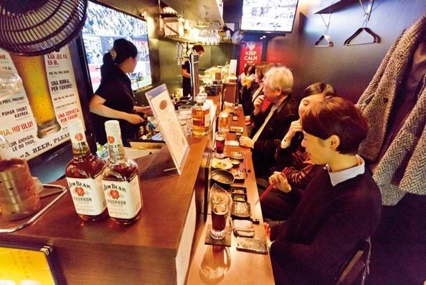おしゃれな店内でこだわりの串揚げとホルモンを楽しんでみては/串揚・鉄板Bar BACK9