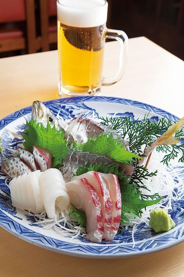 扱うのは鮮度にこだわった100%和歌山産の魚介のみ!「あじの姿」(中・980円)+「盛り合わせ」(1000円) /湯浅港