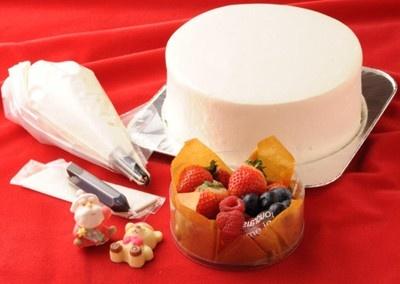 """写真で見る、""""デコXmasケーキ""""の作り方&超キュートなクリスマスケーキ"""