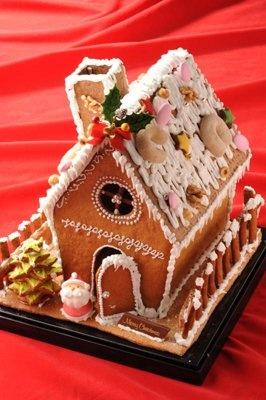 誰もが夢見たお菓子の家!「エモ カフェ」の「お菓子の家」(5〜10人用・1万円) ※スイーツフォレスト限定、予約販売のみ、5台限定