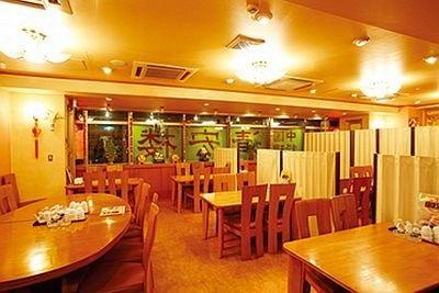 広々とした空間の中国料理 清宏楼。「本場四川火鍋」(1980円)もおすすめ