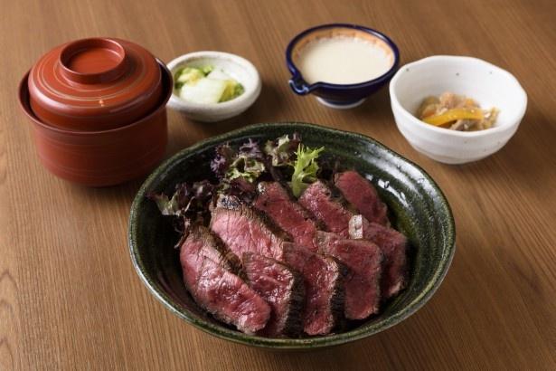 「美膳 麦や七蔵」(9階)では、ボリューム満点の「九州産ランプ肉のステーキ丼セット」(1890円)が味わえる