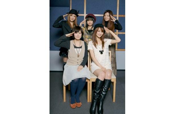 「温かい気持ちを伝えられたら」と語った主人公・カナタ役の金元寿子(写真前列左)