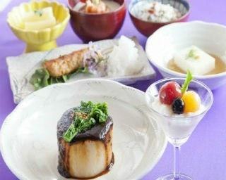 日替りのお勧めランチ1200円。写真は取材日に登場した、肉だんごとロマネスコの味噌煮込み。鎌倉野菜を約15種類とふんだんに使っている