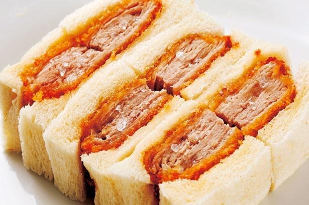 ジューシーなもち豚をミルフィーユに。「ポークシオカツサンド」(1000円)/カツサンド専門店 北新地サンド