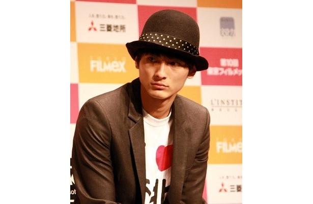 松田を兄のように慕って撮影したという高良健吾