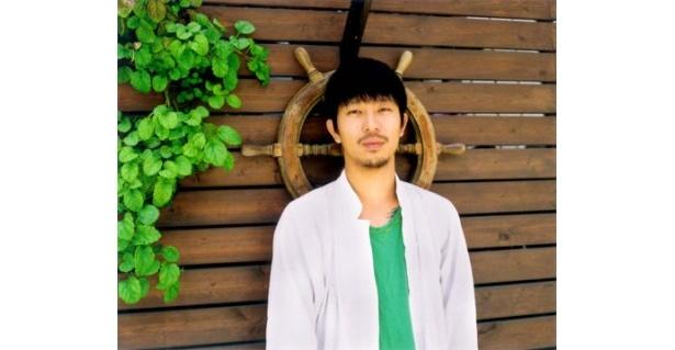 写真家・浅田政志氏は「THANKS!ALBUM EXHIBITION〜50人のアルバム展〜」でアルバムを展示するほか、「THANKS!ALBUM AWARD」の審査員も務める