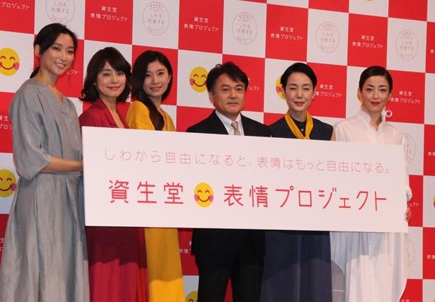 「資生堂 表情プロジェクト」の発表会に登壇した、杉山繁和 代表取締役執行役員社長(中央)と新CM出演者