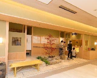 和菓子やお茶を販売する「くろぎ茶々」。イートインもあり